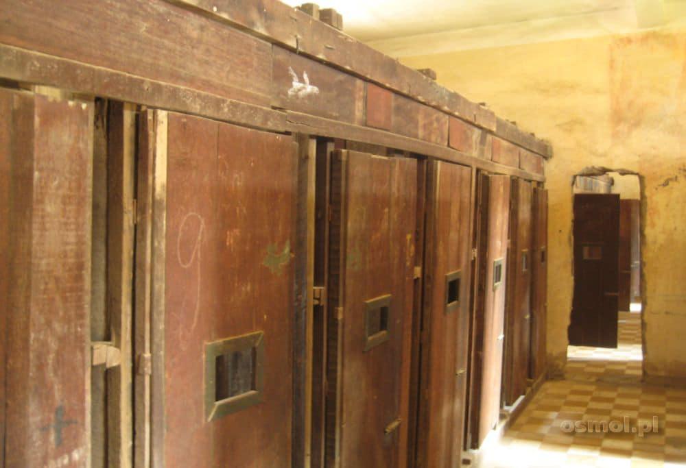 Cele w więzieniu Tuol Sleng