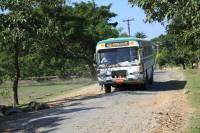 Znaczna część birmańskich dróg jest tragicznej jakości, dlatego podróże po lokalnych drogach zajmują sporo czasu