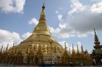 Shwedagon Pagoda widoczna jest prawie z każdego miejsca Yangoonu