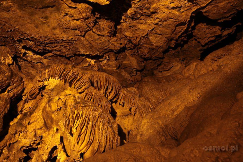 Fatazyjne nacieki skalne w jaskini Ali Sadr