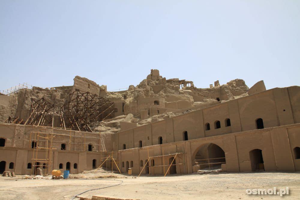 Zniszczone w 2003 roku budynki powoli odzyskują blask