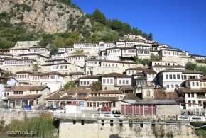 Berat. Tysiące okien i dachów Albanii