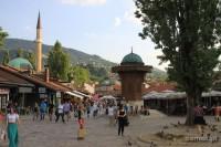 Sarajewo. Stolica Bośni z cmentarzami na wzgórzach