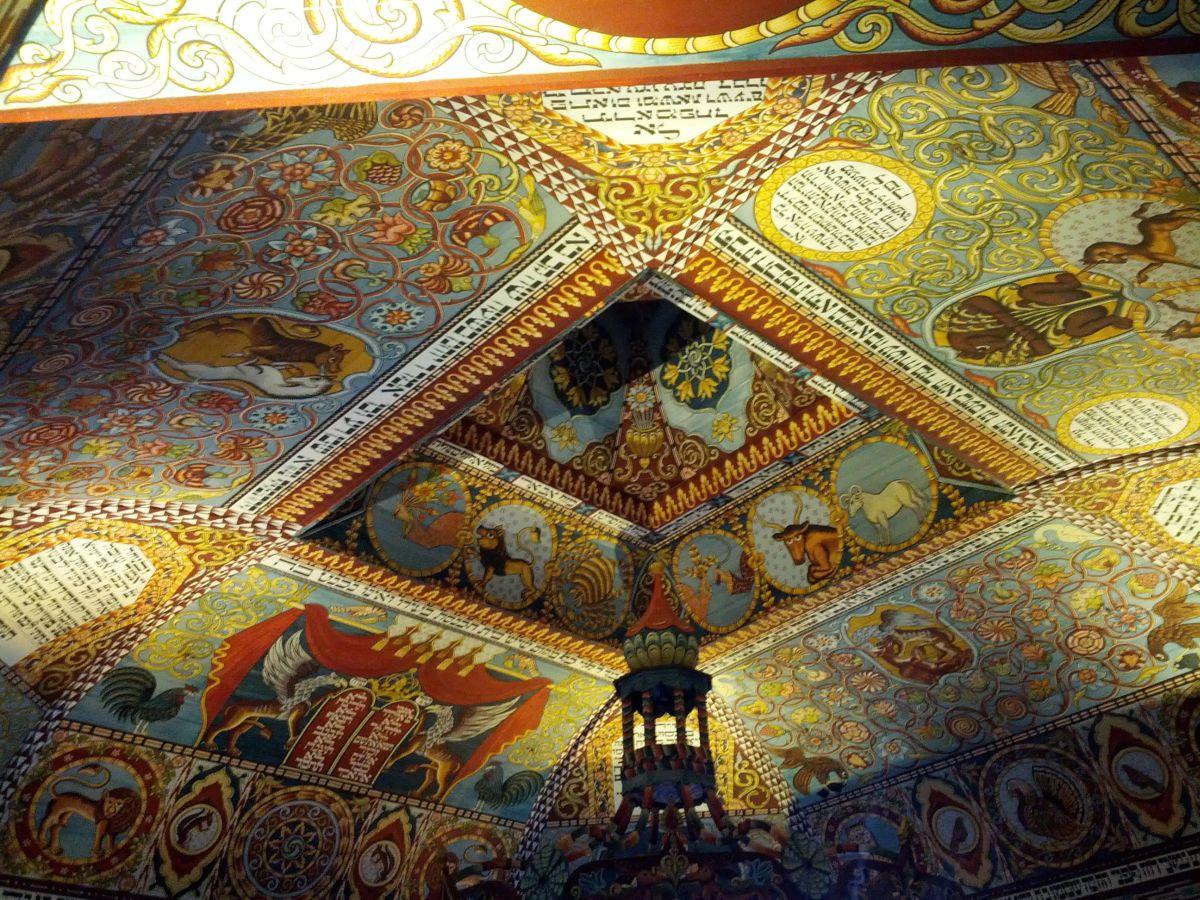 Przepiękne zdobienia na zrekonstruowanej konstrukcji można podziwiać długo. To jedna z największych atrakcji Muzeum Żydów Polskich w Warszawie. Konstrukcja została zbudowana przy użyciu tradycyjnych narzędzi i starymi metodami.