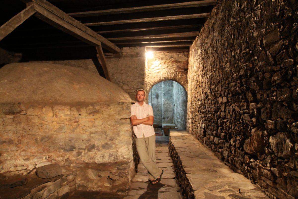 Piec w kuchni w klasztornym kompleksie. Wewnątrz można było piec wiele chlebów na raz. Ale nie ma się co dziwić Rilski Monastyr odwiedzały tysiące pielgrzymów.